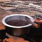 Aufkochen der gestampften Kaffeebohnen © Foto: Doreen Schütze | Outback Africa
