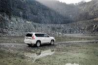 2014-Toyota-Land-Cruiser-Prado-31.jpg