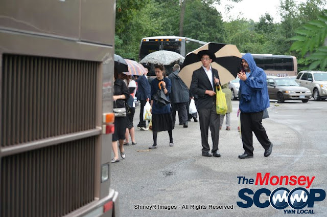 Loading the Buses in Monsey for the Siyum HaShas In MetLife Stadium (Meir Rothman) - DSC_0037.JPG