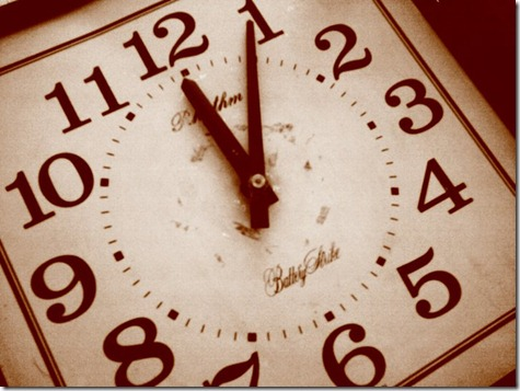 بعدسة موبايلى صوره لساعة الحائط Pendulum clock