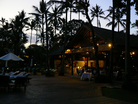 Hotel Hyatt Sanur: restaurant in the evening