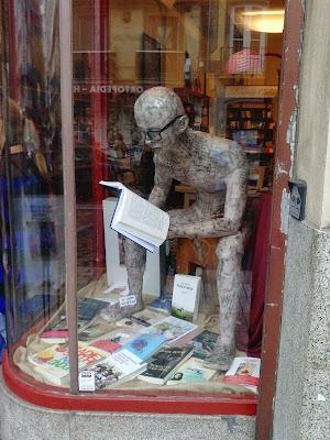 El lector, escultura de Santiago Lloveres