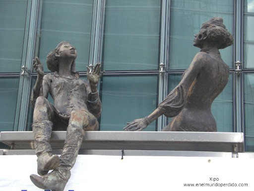 estatuas-andamio-rue-de-la-loi-bruselas.JPG