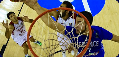 France's centre Joffrey Lauvergne (R) vies with Iran's center Hamed Haddadi (C) and Iran's forward Arman Zangeneh during the 2014 FIBA World basketball championships group A match Iran vs France at the Palacio Municipal de Deportes in Granada on September 4, 2014. France won 81-76.  AFP PHOTO / JAVIER SORIANO