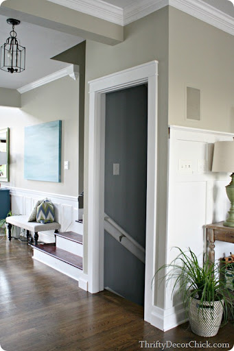 thick door trim & Black and white and awesome all over from Thrifty Decor Chick pezcame.com