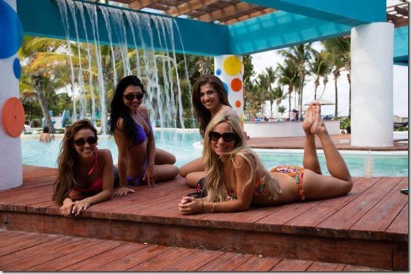 cheerleaders-swimsuits-calendar-19