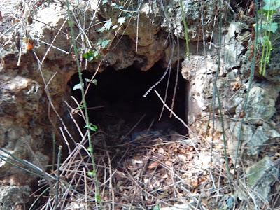 Cueva para la bebida de las aguas Fuente de la Salud Zaragoza