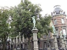 2014.08.03-050 statuettes de la place du Petit Sablon