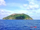 Approaching Manuk island (Nick Hughes, November 2007)