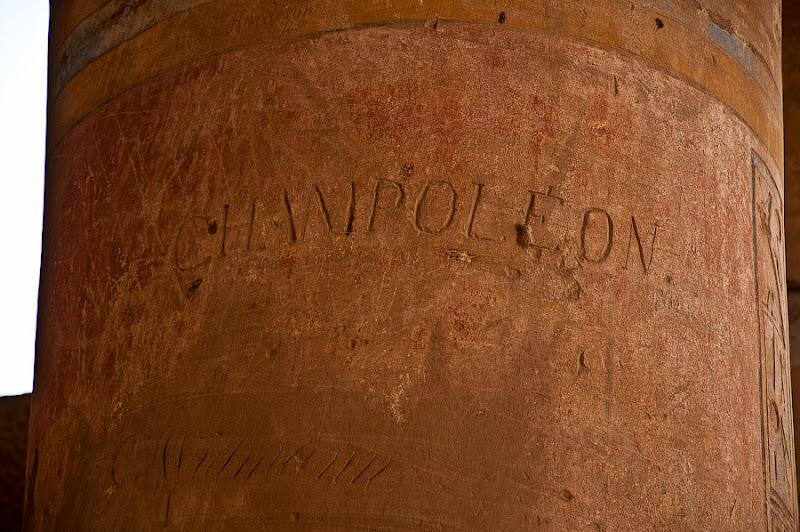 Выбитое на колонне имя дешифратора розеттского камня.