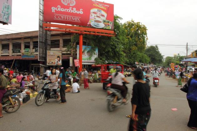 A Myitkyina market scene