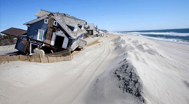Homes severely damaged in October 2012 by Hurricane Sandy are seen along the beach on 25 April 2013 in Mantoloking, N.J. Photo: Mel Evans / AP