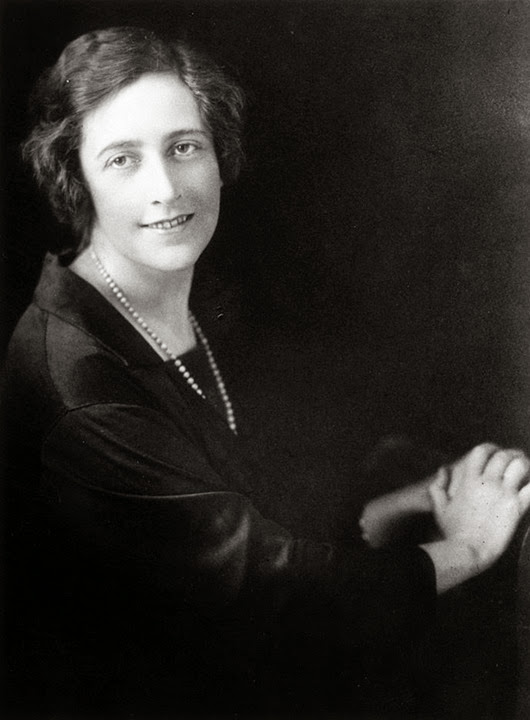 circa 1925:  English novelist Agatha Christie (1891 - 1976).  (Photo by Central Press/Getty Images)