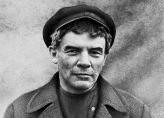 Владимир-Ильич-Ленин-перед-октябрьским-восстанием