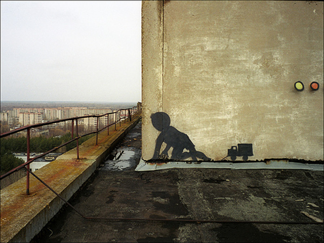 Street art atop a building in Pripyat, near the Chernobyl nuclear plant, 2007. pragma / sharenator.com