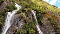 Wasserfall am Franz Josef Gletscher