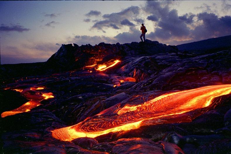 spectacular lava landscape at hawaii volcanoes national. Black Bedroom Furniture Sets. Home Design Ideas