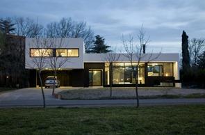 Arquitectura-minimalista-Gran-Bell-House-por-Andrés-Remy-Arquitectos