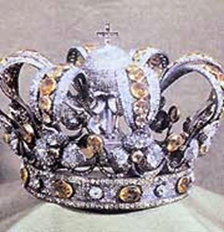 La corona de la Virgen de Atocha, hecha con brillantes y topacios de Brasil