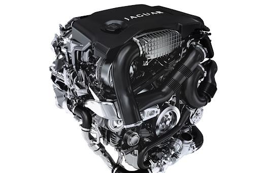 2013-Jaguar-XF-04.jpg