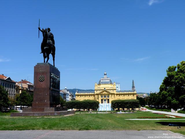 plaza-del-rey-tomislav-en-zagreb.JPG