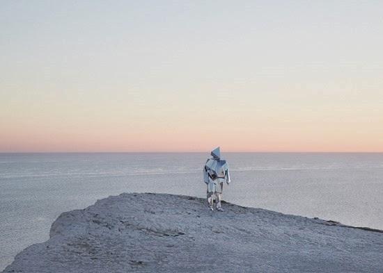 Carl O Robô espelho solitário 04