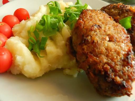 Мясные зразы с шампиньонами и пюре - сытно и вкусно!