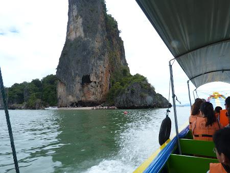 Imagini Thailanda: ne apropiem de insula James Bond
