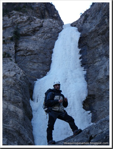 Cascada de Hielo de La Sarra 250m WI4  85º (Valle de Pineta, Pirineos) (Isra) 8254