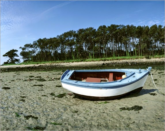 boat-on-sand-wallpapers_9076_1600x1200