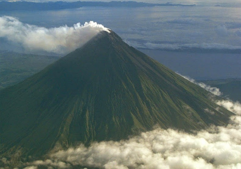 Mayon Volcano The Volcano With The Perfect Cone Amusing Planet