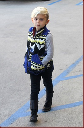 Kingston Rossdale Gwen Stefani Takes Son Shopping HSSkOJSxXDYl