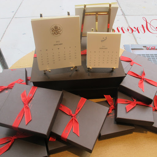 I love the crisp, elegant packaging on these boxes. Calendar cards would make great gifts–the holiday season is upon us!