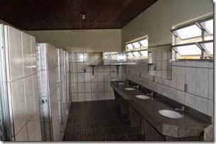 boa oferta de banheiros e limpos