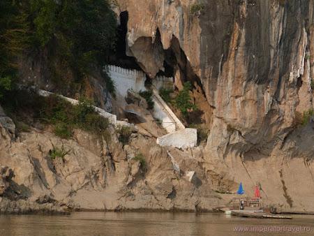 Atractii Laos: Pak Ou cave