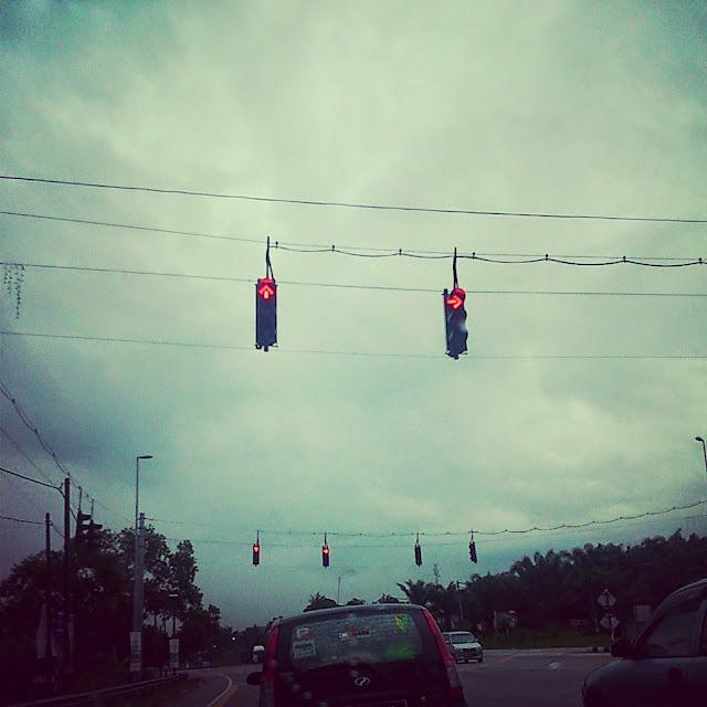 Traffic Light GANTUNG???