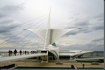 800px-Milwaukee_Art_Museum_1_(Mulad)