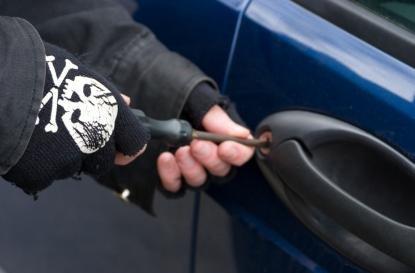 Συνελήφθησαν τρεις Έλληνες που έκλεβαν αυτοκίνητα