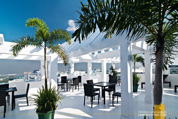 The Greece-Inspired Roof Deck of Microtel MOA