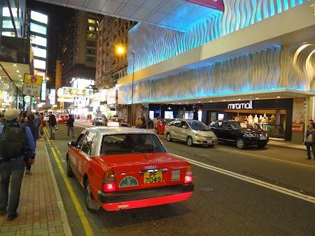 Pe strazile din Hong Kong