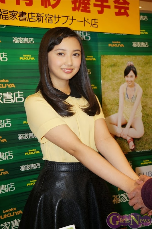 Komiya_Arisa_photobook_release-event_11