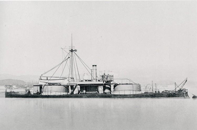 El monitor PUIGCERDA en estado de origen. Del libro Buques de la Armada Española a Través de la Fotografía.(1.849-1.900).JPG