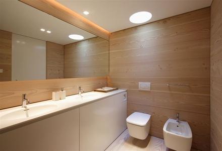 pared-baño-revestido-en-madera