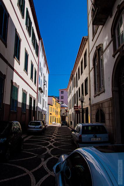 140. Февраль. Мадейра. Фуншал. Улочки города. Улицы вымощены просто изумительно.