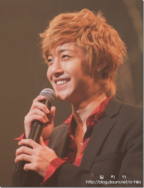 [Magazine]First_Tour_2011_in_Japan_(33-1)