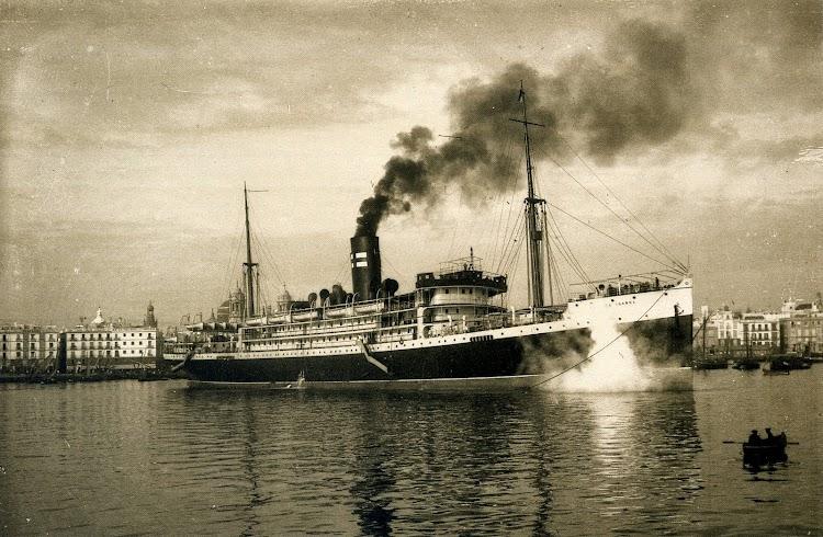 El vapor INFANTA ISABEL atracando en Cadiz. Del libro Cadiz. 1900.jpg