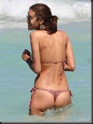 irina-shayk-thong-bikini-miami-05-675x900