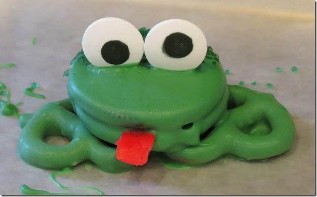 Oreo Pretzel Frog