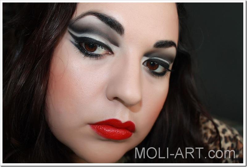 look-de-maquillaje-blanco-y-negro-3