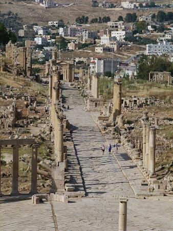 Obiective turistice Jerash: Cardo, Via Sacra
